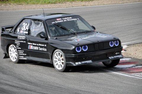 Satt som klistra: BMW'en til Frode Leirhol fra NMK Valdres satt klistra på asfalten på Grenland Motorsenter denne helga.
