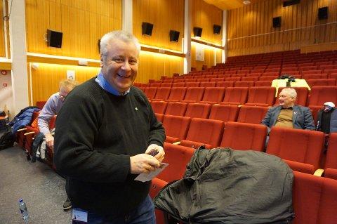 OVERBEVIST: Bård Hoksrud var svært tilfreds med all den gode informasjonen han fikk. Han lovet at Frp vil jobbe beinhardt for å få den prioriterte strekningen på E16 inn igjen i Nasjonal transportplan.