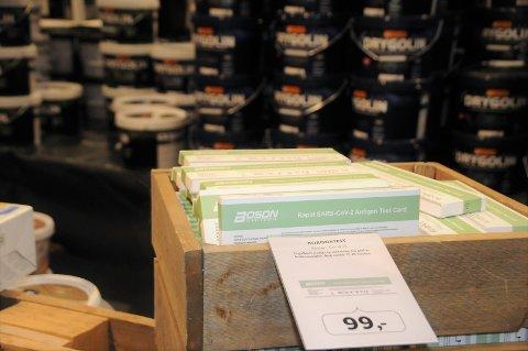 I salg: Byggmakker Leira er blant varehusene som nå selger hurtigtestene til 99 kroner stykket.