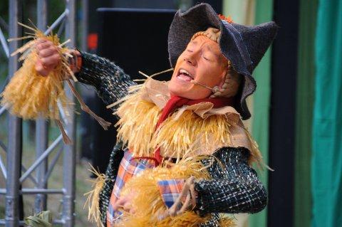 Innlevelse: Jacob Blix-Nilsen levde seg godt inn i rollen som fugleskremsel.