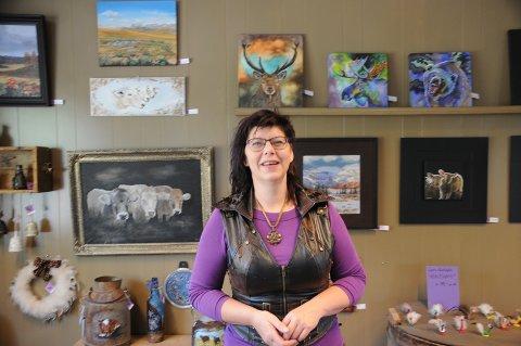 FORNØYD: Kunstneren Lynn Hege Myrvang er godt fornøyd med hvordan galleriet har blitt.