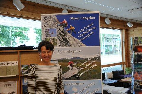 SOMMERAKTIVITETER: Julia Helgesen fra Visit Valdres forteller om stor interesse i et mangfold av aktiviteter blant sommerturistene.