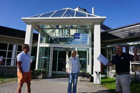 ENGASJERTE: Atle Hovi presenterte forslaget om å flytte reiselivet til Landbruks- og matdepartementet for Sylvi Listhaug sammen med broren Bjørnar (tv).