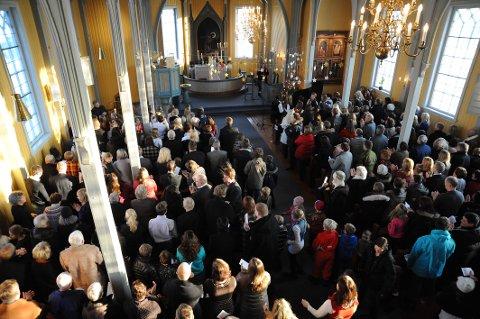 TRANGT OM SALIGHETEN: Det er ventet stappfulle kirker her i bygda under gudtjenestene på Allehelgensdag. (Arkivfoto)