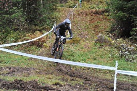 MØTERMOTSTAND:Fra oppløpet på siste etappe under Hakadal Enduro søndag 24. september.