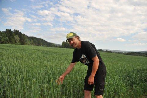 TØRKESOMMEREN:Pål Skøyen i sommer da han i uke etter uke ropte etter regn.