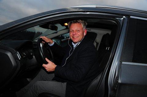 MYE PENDLING: Erling Levang, bor i Skytta og er ny som banksjef i Vest-Oppland.