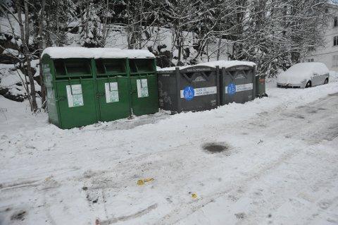 STASJONSVEIEN: Her så det ille ut i går kveld, men noen har tatt ansvar og fjernet posene.