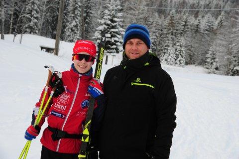 ENDELIG VINTER: Mats Rein-Heggebakken (13), strålende fornøyd etter lørdagens økt, blir hentet av pappa Kenneth.