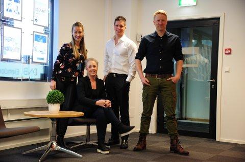FRESHT OG NYTT: Meglerne er glade for nye lokaler. F.v.: Karianne Ekeren, Tina Ulseth Myrvang, Marius Hennie-Nilsen og Dag Kristoffer Helmen.