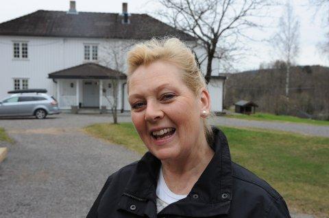 SELVESTE STATSMINISTEREN: Margrethe Henden Aaraas får storfint besøk på gården 2. mai. Både statsminister og statsråd stikker innom.