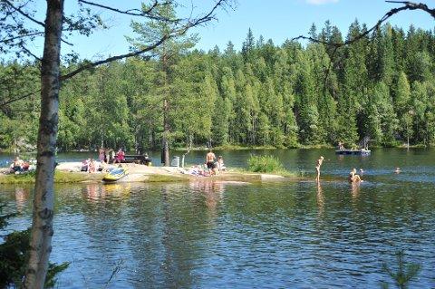TOPPVANNKVALITET: Vannet i Høldippelen tilfredsstiller kravene til EU's vanndirektiv og Folkehelseinstituttet.
