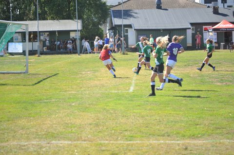 ENVEISKJØRING: GIF-jentene stod i kø for å score mot Grüner og ga seg ikke før det stod 15-1 på tavla.