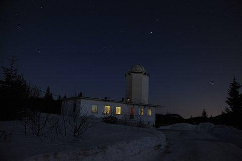MØRKT OG KANSKJE STJERNEKLART: Solobservatoriet ved Harestua er blant de få som kanskje foretrekker den mørke årstiden.