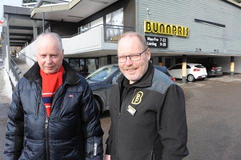 Gårdeier Kaare Hexeberg og kjøpmann Trond Øybakken ser fram til å kunne åpne en ny, større og mer moderne Bunnpris nærbutikk øverst i Stasjonsveien.
