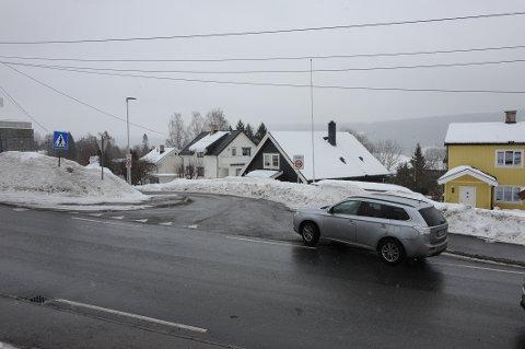 Skolemesterveien fra krysset med Stasjonsveien er og skal det være 30 km/t, slår rådmannen fast.