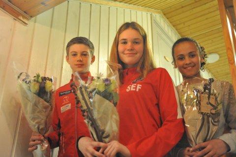 DYKTIGE I FLERE IDRETTER:  Trym Fjøsne-Hexeberg (f.v.) og Sonia Fearnley fikk stipend for innsats i friidrett, men driver andre idretter også. Sonia var f.eks. på sølvlaget i Norway Cup. Emma Reshane er også god i friidrett, men fikk stipend for at hun ble tatt ut på forbundets talentleir i fotball.
