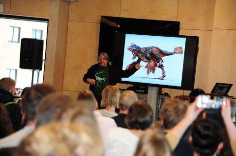 KUNNSKAPSRIK: Professor Jørn Hurum kan mye viktig om dinosaurer, og har vært på flere oppdagelsesferder.