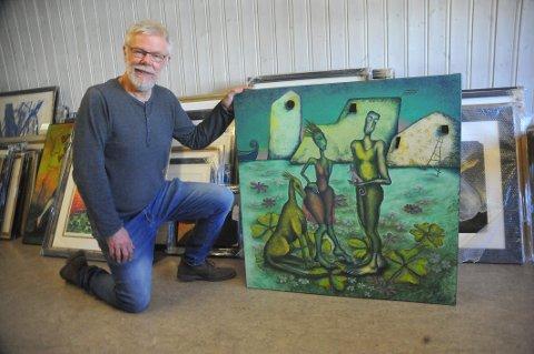 """DEBUTANT: Randi Sørensen er en ny kunstner i år, forteller leder i kunstkomiteen, Lars Øivind Andresen. Dette motivet har fått tittelen """"Er det størrelsen det kommer an på?"""", og er utlånt fra Galleri Pingvin."""