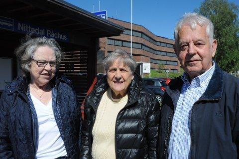 Bygdas tre pensjonistledere f.v.: Dagny Eide Karlsen, Berit Hvidsten og Dag Skirbekk dra til Oslo for å delta i Pensjonistforbundets demonstrasjon foran Stortinget torsdag. Det håper de at mange andre nittedalspensjonister også vil gjøre.
