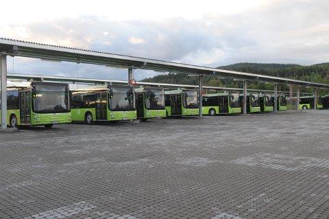 TILBAKE: Halvannet år etter at den gamle bussgarasjen ble revet er bussene tilbake i det splitter nye bussanlegget på Kjul.
