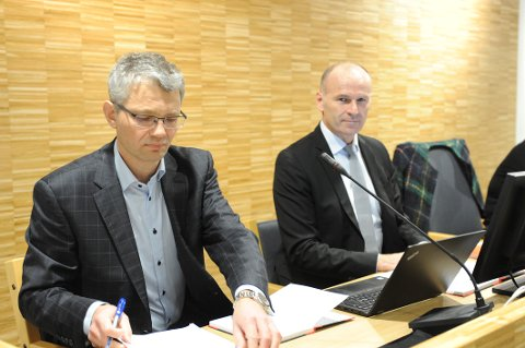 Økonomisjef Inge Bjur Halvorsen (t.v) og rådmann Finn Christian Brevig kan glede seg over at Nittedal kommune går med overskudd (Arkivfoto).