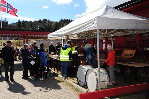Søndre Nittedal Skolekorps har to loppemarked i året; vår og høst. Nå er henting av loppper til bruktmarkedetpå Ulverud skole 12.- og 13. oktober i gang.