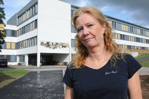 FRA PRAT TIL HANDLING: Høyrepolitiker og faglærer på Bjertnes, Ingvild Blinderen Gleditsch, anklager flertallspartiene i Nittedal for løftebrudd.