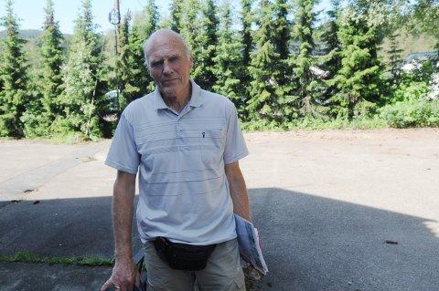 VIA APP OG PC: Tom Ole Simensen besøkte kona på Døli torsdag, men de neste par ukene må kommunikasjonen foregå via app og pc.