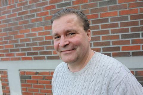 VENTET LENGE NOK: Høyres Marius Egeberg, kommunestyrerepresentant for Høyre, mener det er greit med utegym når været tillater det, ikke fordi elevene må ha det grunnet manglende gymsal. Han tok derfor sterkt til orde for å få ny Slattumhall nå.