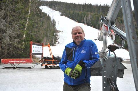 RIGGER NED: Daglig leder Richard Palmgren i Varingskollen Alpinsenter foran Olaløypa, der alt, hvis det ikke hadde vært for et virus, hadde ligget til rette for en god sesongavslutning.