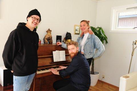 PÅ NETT I MORGEN KVELD: Martin Halla (f.v.), Øystein Skar og Marte Eberson dannet gruppa Löv for et par år siden. Mandag kveld gjør de en nettkonsert fra Sentralen i Oslo, streamet på Facebook og YouTube.