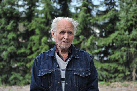 BERGET ANDEMOR: Sammen med datteren Maja fikk Knut Røsjø (91) gjenforent andemor og andriken hennes.