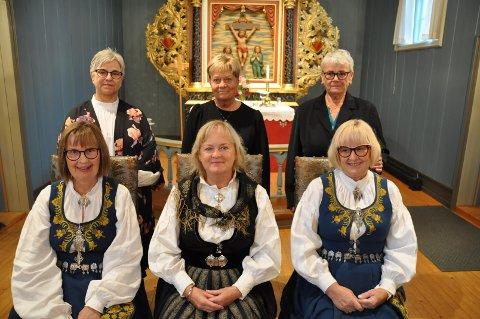GULLKONFIRMANTENE:Bak fra venstre: Toril Sørlie, Ann Hagen og Tove Hjørnstad. Foran fra venstre: Marit K. Ødegård Johnsen, Anne Mette Kongskogen og Anne H. Ødegård Holst.