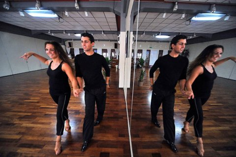 Marianne Sandaker og Glenn Jørgen Sandaker er ikke blant favorittene i årets utgave av «Skal vi danse». Marianne danser med Petter Kristiansen og Glenn Jørgen med Jenny Jenssen.