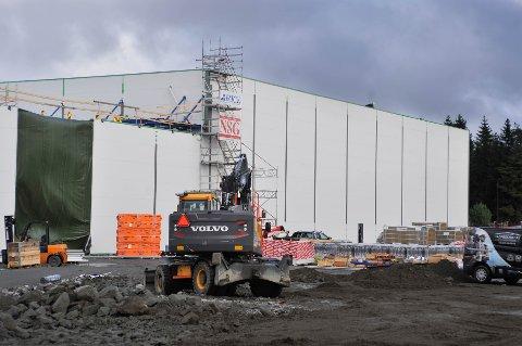 BYGGER OPP: Den første delen av ASKOs fryselager vil stå ferdig gjenoppbygd i desember.