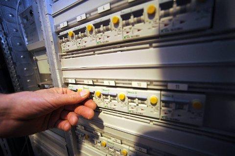 En god del må klare seg uten strøm i Vestby kommune tirsdag ettermiddag.