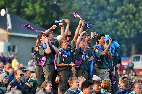 FRIVILLIG ARBEID: Mange gir av sin fritid til leirer, festivaler og idrettsstevner som arrangeres i løpet av sommeren.