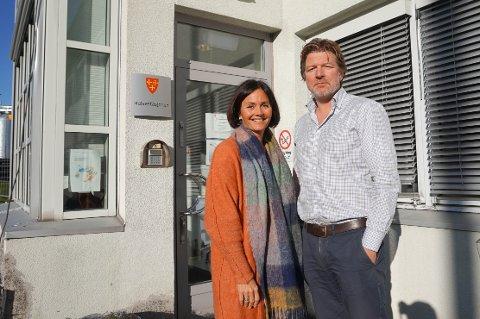 INFLUENSAVAKSINE: Stian Lunde og  Mariann Thue, henholdsvis kommuneoverlege og leder for jordmor- og helsesyketjenesten i Vestby, anbefaler alle i risikogruppene å vaksinere seg mot influensa.
