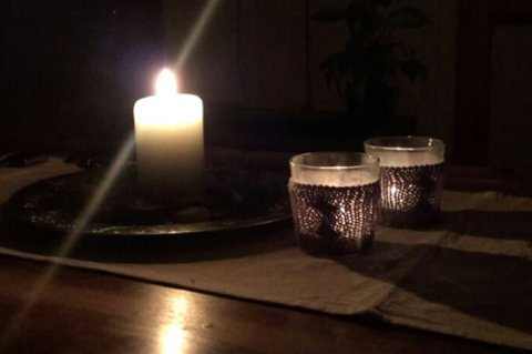SLUKK LYSET: Det er Earth Hour i kveld og alle oppfordres til å slukke lyset i en time.