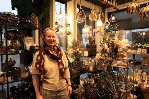 Monica Hansen i MPM Interiør i Son er glad for at folk handler lokalt, men hun håper folk gjør det fordi butikkene faktisk gir et tilbud kundene vil ha.