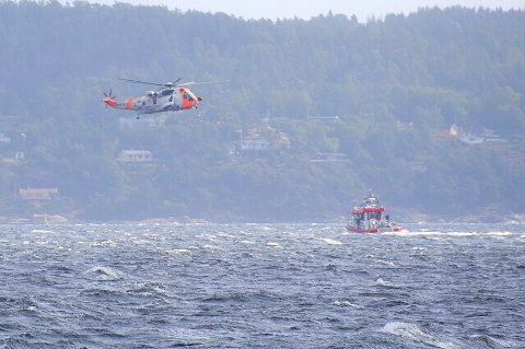 DYRT: Under redningsaksjonen ble det brukt blant annet to helikoptre og åtte båter.