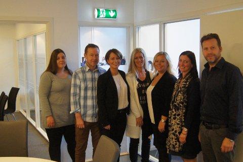 Therese B. Nakim (til venstre), Tom Christiansen, Ragne Odberg Myrsve, Kari Andreassen, Camilla Østerud-Sørensen, Ann-Kristin Irgens og Fredrik Sperre hos Proffice i Tønsberg.