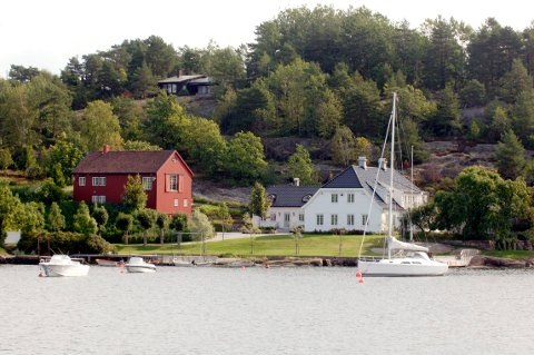 PALASS: Her i Vrengen, sundet mellom Nøtterøy og Tjøme, ligger John Fredriksens landsted.