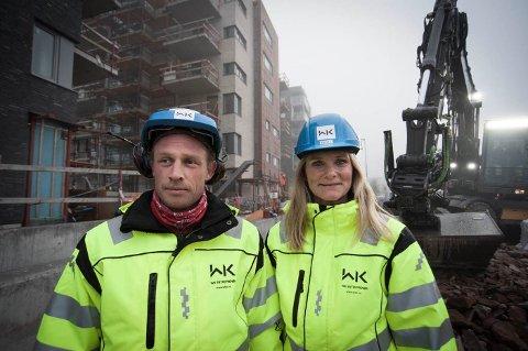 VOKSER OG VOKSER: WK Entreprenør AS har som mål å bli en milliardbedrift. På bildet daglig leder Britt Røed Lohne sammen med tømrer Martin Elmer.