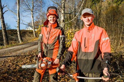Sigve Røsholt (t.v.) og Sander Sjulstad har startet RS Rydding