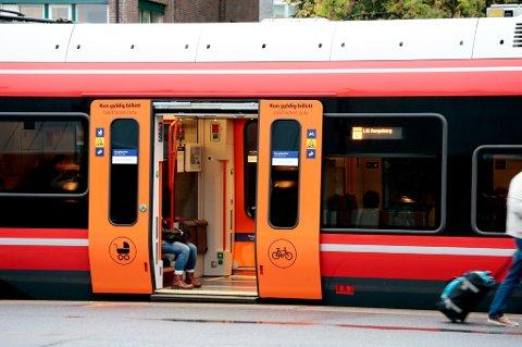 NSB har 20 prosent færre passasjerer i rushtiden på ukens siste arbeidsdag.