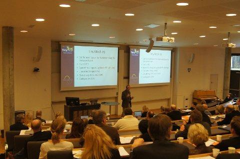 DELTE ERFARINGER: Rolv Møll Nilsen fra Tiny Mesh AS delte erfaringer fra Horisont 2020 med tilhørerne.