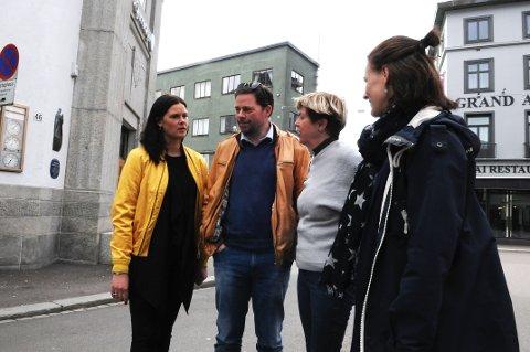 – Tønsberg er jo regionens handlehovedstad, sier Cecilie B. Sørumshagen (t.v.), Daglig Leder i Tønsberg Sentrum. Sammen med Øystein Sandtrø, næringssjef i Tønsberg Kommune og Birgit Solem (t.h.) ved Høgskolen i Sørøst Norge har hun satt i gang et forskningsprosjekt om pop-up butikker. Tone Krüger (i grått), salgssjef ved Færder Mikrobryggeri, er en av de som har sagt ja til å bli med på prosjektet.
