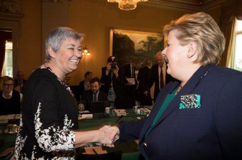 OPPTATT AV ARBEIDSLIVSKRIM: LO-leder Gerd Kristiansen og statsminister Erna Solberg.